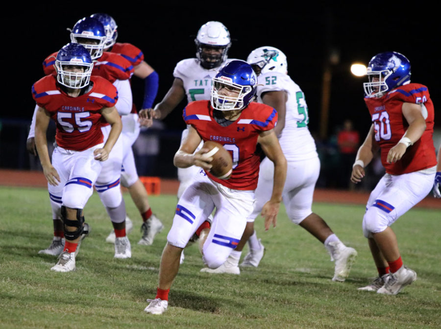 Junior+Landon+McKinney+escapes+the+pocket+to+outrun+the+West+Rusk+defense.
